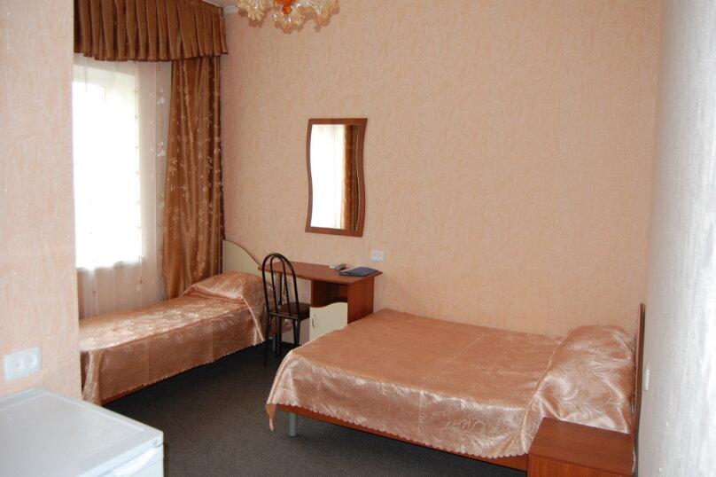 Частная гостиница СемьЯ, Октябрьская улица, 7 на 15 комнат - Фотография 2