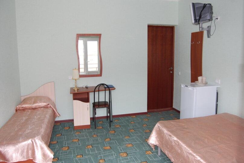Частная гостиница СемьЯ, Октябрьская улица, 7 на 15 комнат - Фотография 6