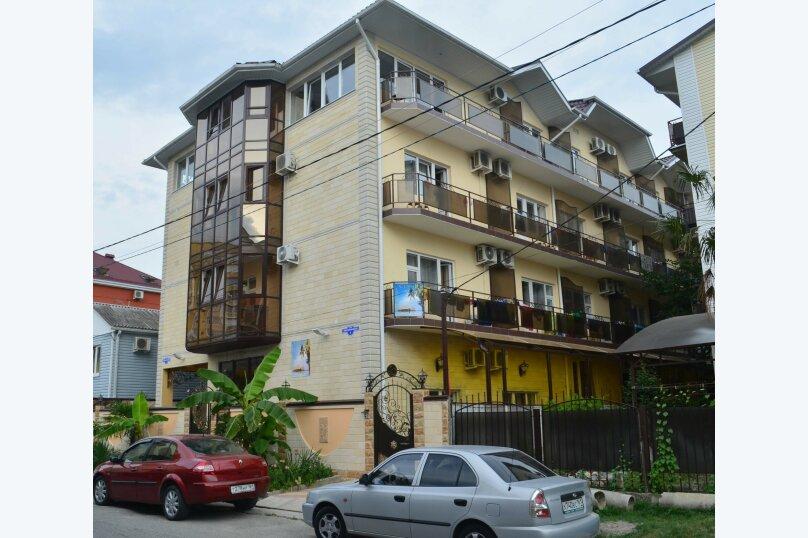 Частная гостиница СемьЯ, Октябрьская улица, 7 на 15 комнат - Фотография 1