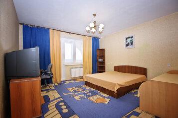 2-комн. квартира, 70 кв.м. на 6 человек, 2-я Дачная улица, Центральный округ, Омск - Фотография 1