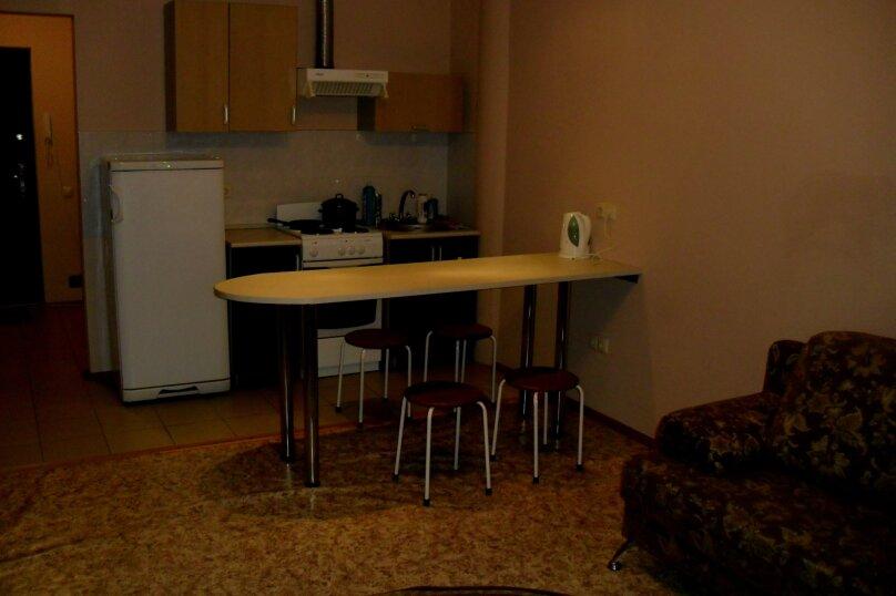 1-комн. квартира на 2 человека, улица 50 лет ВЛКСМ, 13, Тюмень - Фотография 1