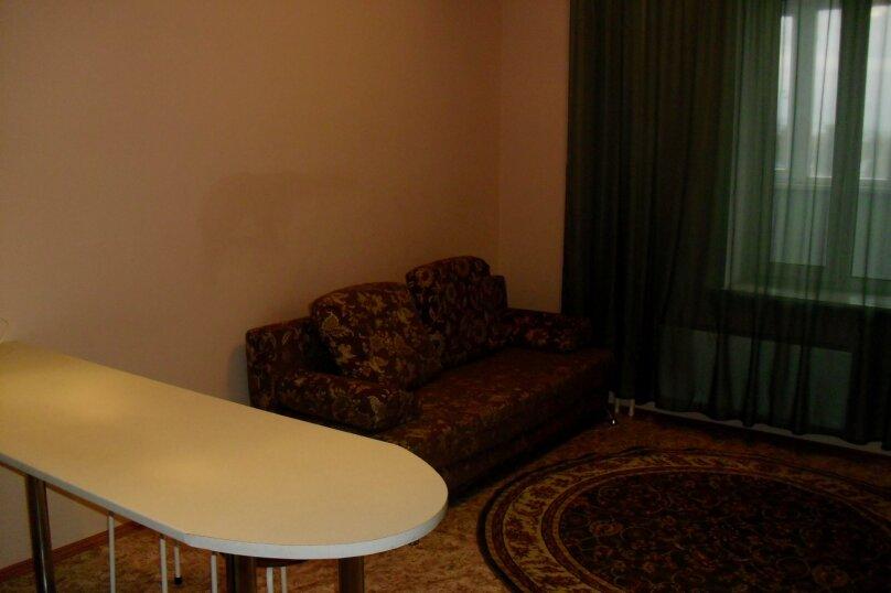 1-комн. квартира на 2 человека, улица 50 лет ВЛКСМ, 13, Тюмень - Фотография 3