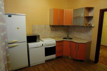 2-комн. квартира, 70 кв.м. на 6 человек, Холодильная улица, 142, Тюмень - Фотография 1