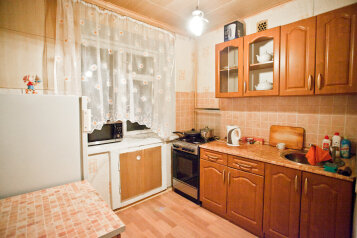 2-комн. квартира, 60 кв.м. на 4 человека, улица имени Вадима Сивкова, 158, Ижевск - Фотография 1