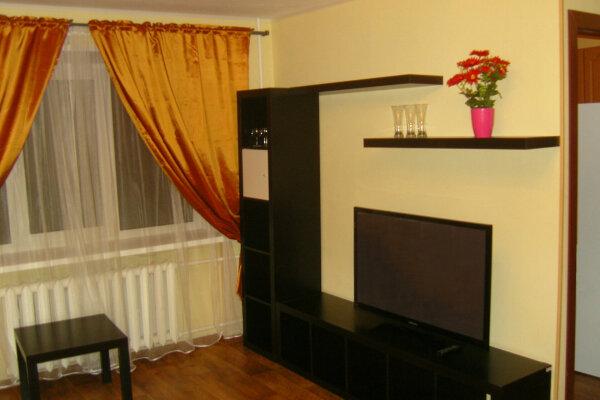 2-комн. квартира, 44 кв.м. на 4 человека, улица Володарского, 2А, Октябрьский район, Мурманск - Фотография 1