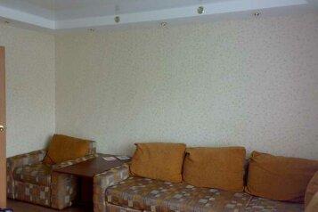 2-комн. квартира, 57 кв.м. на 6 человек, улица Чичерина, 42А, Челябинск - Фотография 1