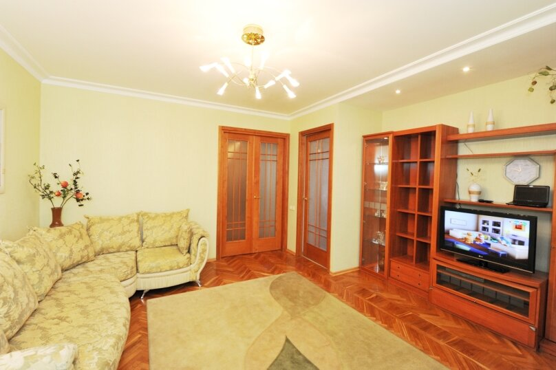 3-комн. квартира, 54 кв.м. на 6 человек, проспект Ленина, 6, Волгоград - Фотография 1