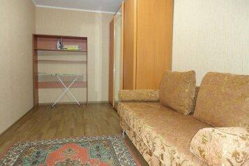 2-комн. квартира, 48 кв.м. на 5 человек, улица Пермякова, 10, Тюмень - Фотография 3