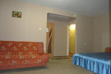 2-комн. квартира, 48 кв.м. на 5 человек, улица Пермякова, 10, Тюмень - Фотография 4
