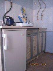 Сдам  дом в частном секторе, 30 кв.м. на 4 человека, 1 спальня, улица Кирова, Евпатория - Фотография 1