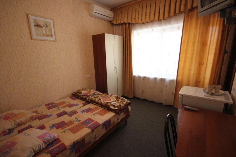 Двухместный номер с удобствами и балконом, Октябрьская улица, 7, Лазаревское - Фотография 2
