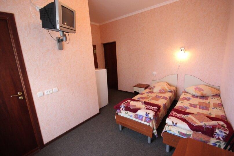 Двухместный номер с удобствами и балконом, Октябрьская улица, 7, Лазаревское - Фотография 3