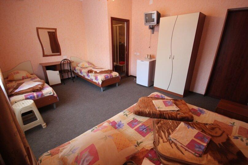 Частная гостиница СемьЯ, Октябрьская улица, 7 на 15 комнат - Фотография 37