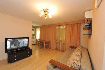 3-комн. квартира, 55 кв.м. на 7 человек, улица 7-й Гвардейской, 14, Центральный район, Волгоград - Фотография 1