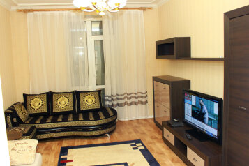 2-комн. квартира, 75 кв.м. на 5 человек, улица Мира, 18, Волгоград - Фотография 1