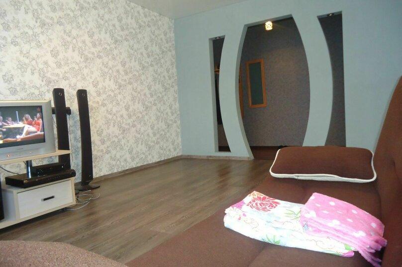 2-комн. квартира, 60 кв.м. на 4 человека, улица Попова, 126, Смоленск - Фотография 1