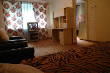 2-комн. квартира, 60 кв.м. на 5 человек, улица Академика Петрова, 9, Ленинский район, Смоленск - Фотография 1