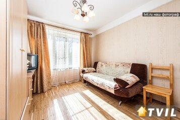 1-комн. квартира, 32 кв.м. на 4 человека, проспект Большевиков, 21, Санкт-Петербург - Фотография 1