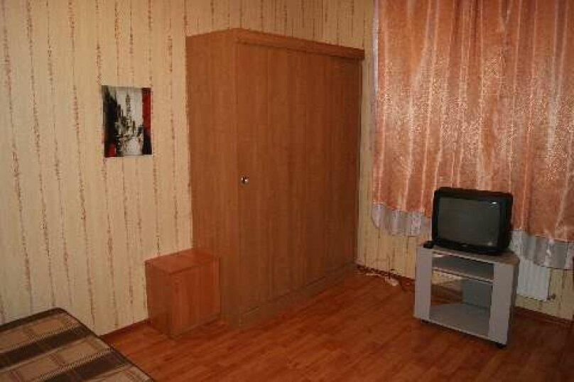 2-комн. квартира, 50 кв.м. на 4 человека, Комсомольская улица, 19, Череповец - Фотография 1