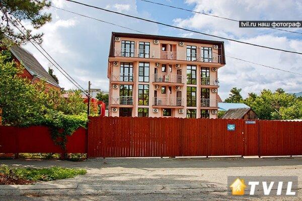 Гостевой дом, улица Тельмана, 23 на 18 номеров - Фотография 1