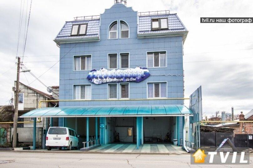 """Гостевой дом """"Айсберг"""", Уральская улица, 52 на 21 комнату - Фотография 1"""