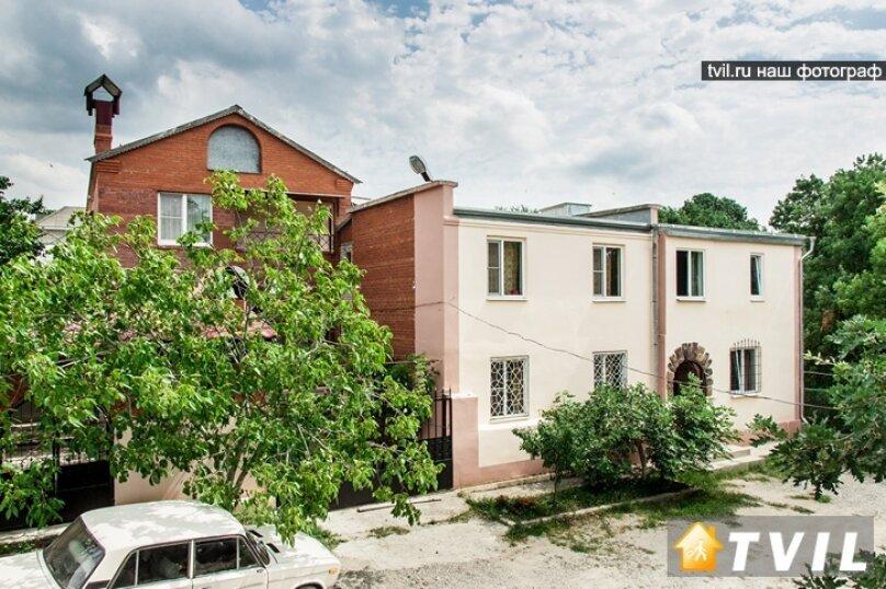 """Гостевой дом """"У Карена"""", Аэродромная улица, 18 на 8 комнат - Фотография 2"""