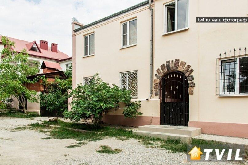 """Гостевой дом """"У Карена"""", Аэродромная улица, 18 на 8 комнат - Фотография 3"""