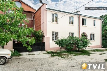 """Гостевой дом """"У Карена"""", Аэродромная улица, 18 на 8 комнат - Фотография 1"""