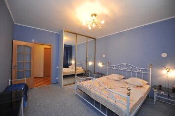 3-комн. квартира, 100 кв.м. на 6 человек, улица Чуйкова, 37, Площадь Ленина, Волгоград - Фотография 1