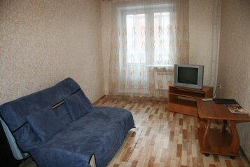 1-комн. квартира, 40 кв.м. на 3 человека, улица Молокова, Советский район, Красноярск - Фотография 1