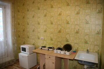 1-комн. квартира, 40 кв.м. на 3 человека, улица Молокова, Советский район, Красноярск - Фотография 2