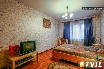 2-комн. квартира, 55 кв.м. на 4 человека, проспект Космонавтов, метро Звездная, Санкт-Петербург - Фотография 1