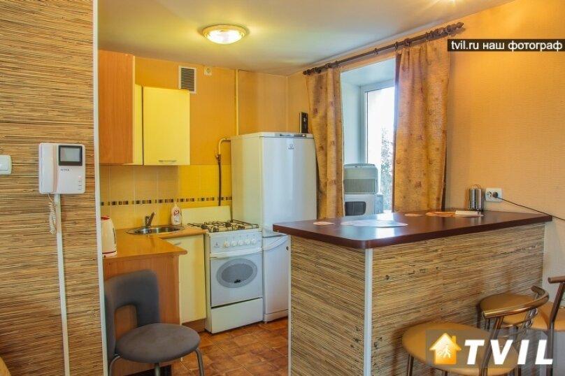 1-комн. квартира, 30 кв.м. на 3 человека, улица Гагарина, 2, Омск - Фотография 1