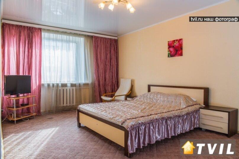 1-комн. квартира, 36 кв.м. на 2 человека, улица Ленина, 104, Красноярск - Фотография 1