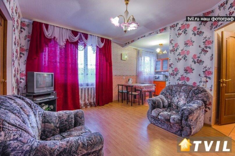 2-комн. квартира, 40 кв.м. на 5 человек, Волгоградская улица, 37, Екатеринбург - Фотография 1