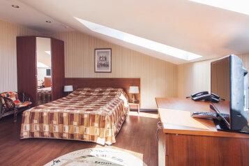 Отель, улица Стрелка, 13 на 30 номеров - Фотография 4