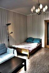 1-комн. квартира, 42 кв.м. на 4 человека, улица Сакко и Ванцетти, 31/1, Октябрьская, Новосибирск - Фотография 1