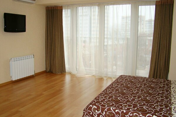 1-комн. квартира, 40 кв.м. на 1 человек, проспект Кирова, 27Д, Днепропетровск - Фотография 1