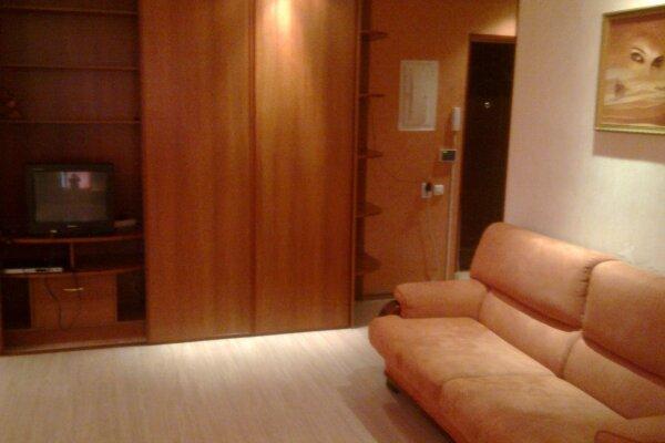 1-комн. квартира, 35 кв.м. на 4 человека, Депутатская улица, 15, Иркутск - Фотография 1