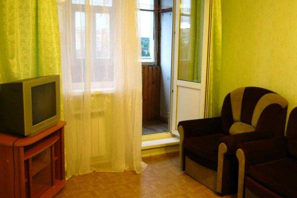 1-комн. квартира, 40 кв.м. на 3 человека, проспект Володарского, 26, Луга - Фотография 1