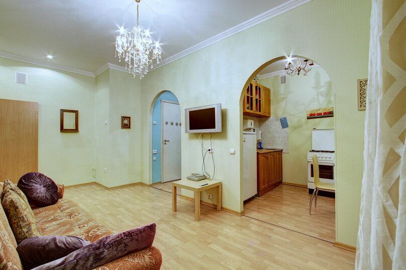 3-комн. квартира, 70 кв.м. на 5 человек, Таврическая улица, 9, Санкт-Петербург - Фотография 1