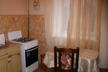 1-комн. квартира, 43 кв.м. на 4 человека, улица Радищева, 18, Центральный округ, Курск - Фотография 1