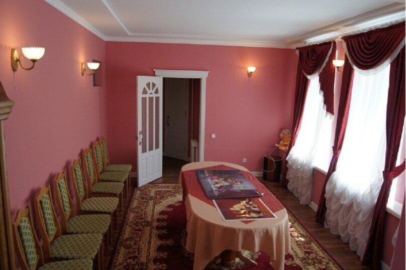 Сдаётся шикарный коттедж, 380 кв.м. на 11 человек, 4 спальни, Первомайская, 16, Челябинск - Фотография 2