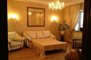 4-комн. квартира, 120 кв.м. на 8 человек, улица Петровского, Якутск - Фотография 1