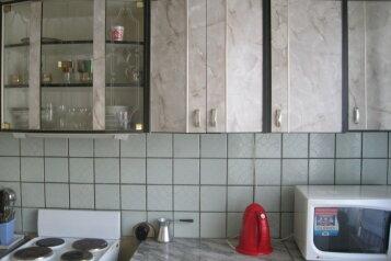 2-комн. квартира, 54 кв.м. на 5 человек, улица Героев Труда, Новосибирск - Фотография 1