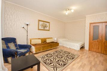1-комн. квартира, 45 кв.м. на 4 человека, улица Большакова, 75, Геологическая, Екатеринбург - Фотография 1
