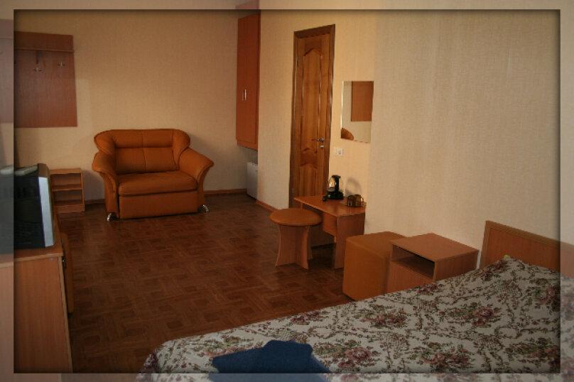 Трехместный  (одна комната), Луначарского , 133, корпус 10, Геленджик - Фотография 1