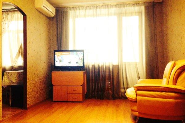 3-комн. квартира, 47 кв.м. на 5 человек, улица Ленина, 81, Ленинский район, Пермь - Фотография 1