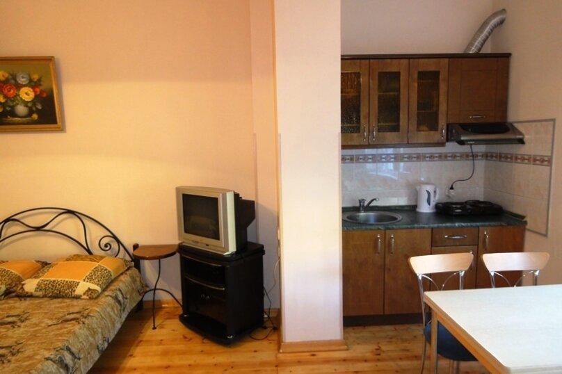 Вид на ж-д 2 ой этаж, Азовская, 6 блок-№9-10, Лоо - Фотография 1