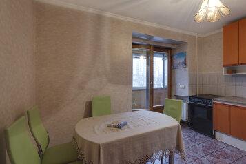 4-комн. квартира на 8 человек, улица Маршала Тимошенко, 18, Киев - Фотография 2